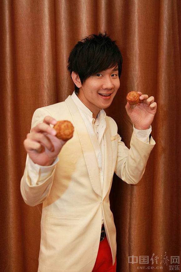 林俊杰月饼节携众美女献祝福