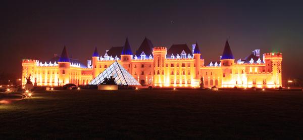 耗资2亿王朝酒堡预开堡 迎王朝30周年盛典