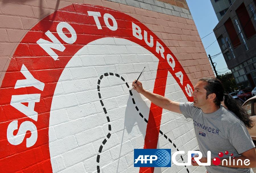 澳大利亚艺术家画壁画呼吁禁止穆斯林罩袍