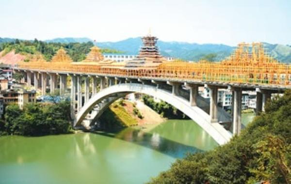 正在建设中的三江风雨桥