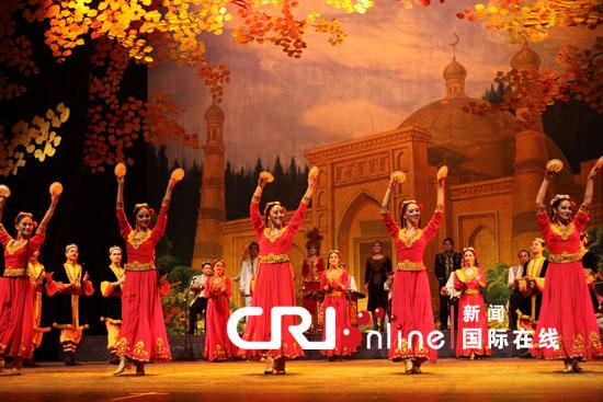 演出受到了土耳其民众的热烈欢迎.-中国民族歌舞团土耳其首演取得