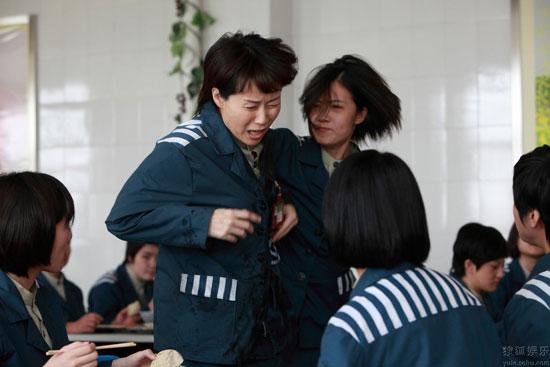 电影《让爱回家》关注监狱里的生活 叶童惨遭