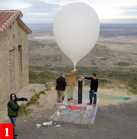 [双语] 纸飞机竟飞上2.7万米高空为地球拍照