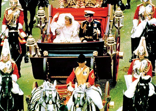 ,查尔斯王子和戴安娜王妃在英国经历严重经济衰退时举行了奢华的