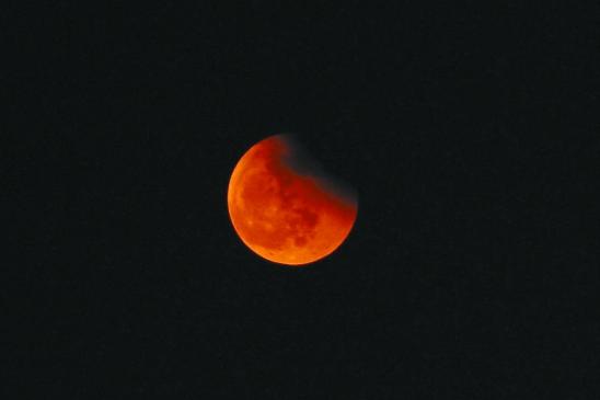 你看那天上月亮