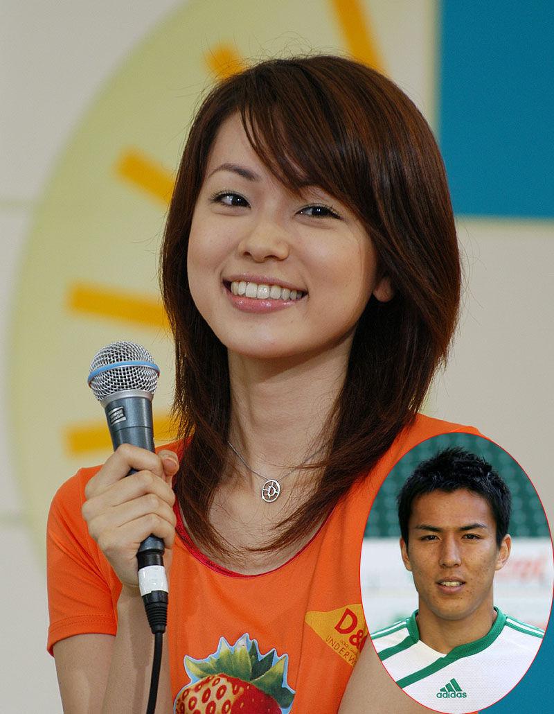 高清:日本男足背后的女人们
