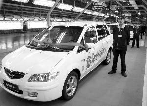 海马新能源汽车等待交付使用.到3月底,将有百辆电动汽车行驶在海高清图片