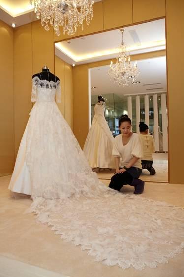 胡可昨日大婚 婚纱设计师兰玉出自国内新秀