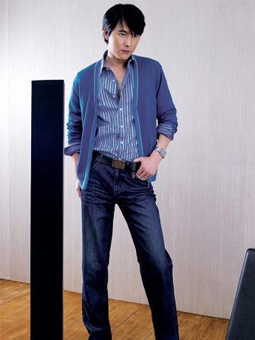 男士浅蓝色牛仔裤搭配什么外套_男士浅蓝色牛仔裤配什么上衣 v118.com