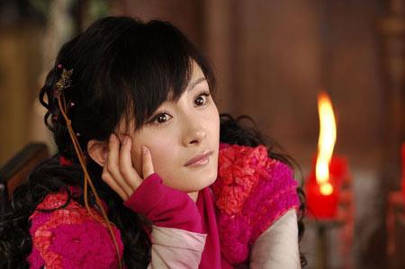 杨幂的古装扮相大多是些精灵般的女孩子,任性,可爱,透着一股机灵劲