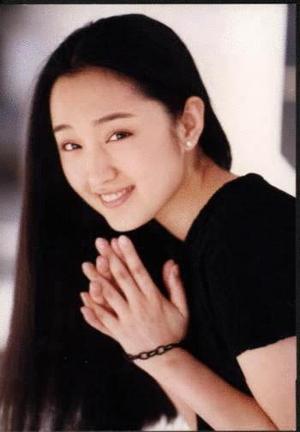 cn    杨钰莹就不用说了,史上少有的可爱面孔但包养背景复杂的歌星.