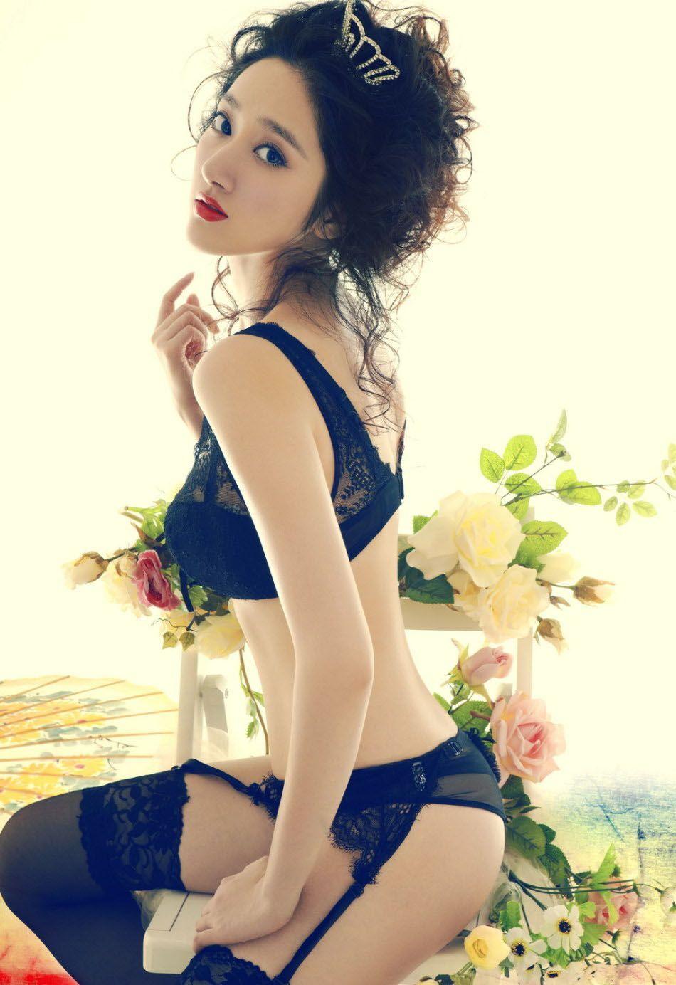 高清图:极致诱惑 黑色蕾丝内衣释放致命魅力