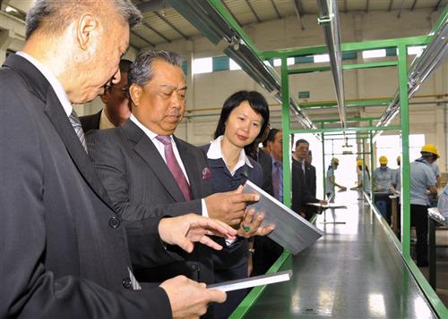 澳美人体艺术_马来西亚副总理穆希丁在广东佛山澳美铝业有限公司参观(郭涛 摄)