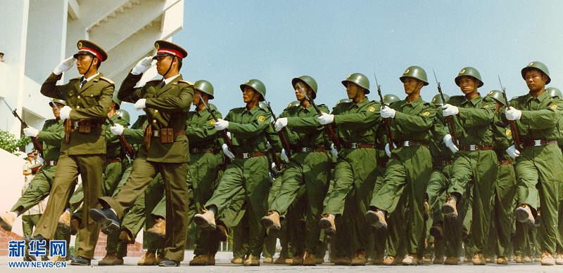臂章.   这个阶段,预备役部队专用臂章是识别现役和预备役部