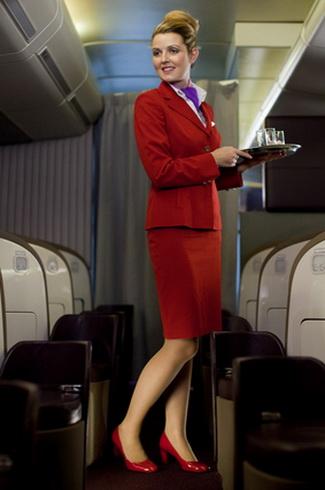 维珍空姐不再化妆_维珍航空的空姐们最近换下黑皮鞋,取而代之以红色的新鞋