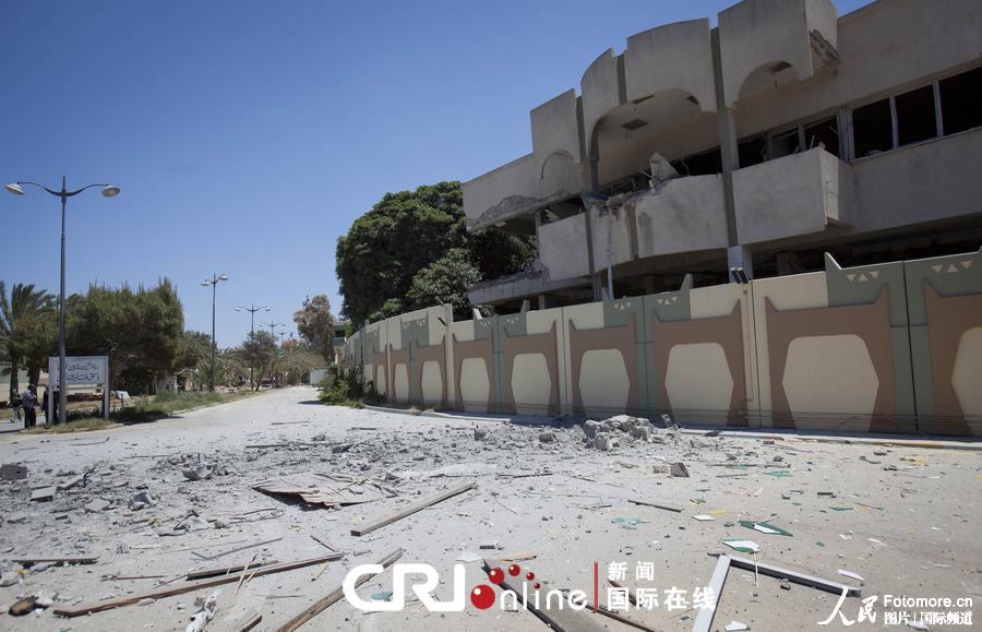 朝鲜驻利比亚大使馆遭北约轰炸 高清组图