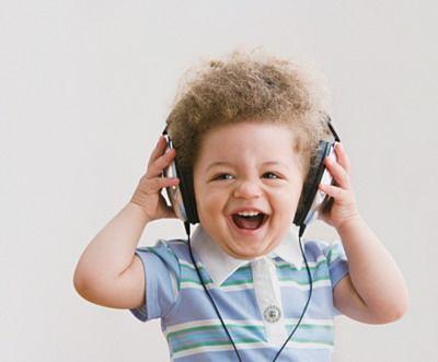 宝宝喜欢听歌图片