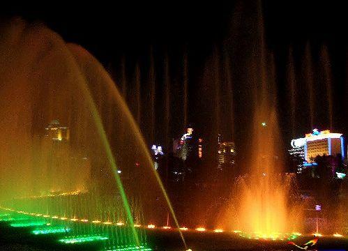 这个季节去唐山 南湖公园娱乐设施尽情玩