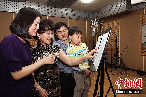 总政歌舞团青年歌手白雪共同创作的歌曲《飞翔的蒲公英》于今日凌