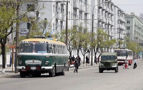 看看朝鲜街头都跑什么车(图)_新闻中心_中国网