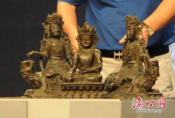 明代青铜佛像一组 海口晚报记者 张俊其 摄