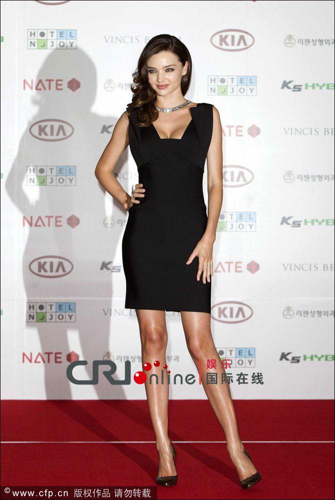 米兰达 可儿达韩国宣传思念儿子 大秀孕后傲人事业线图片
