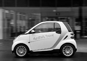 电动车价格要比同级别的普通汽车价格高一到两倍,加之目前高清图片