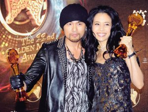 ,第22届台湾金曲奖颁奖典礼在台北小巨蛋举行,周杰伦(左)、莫