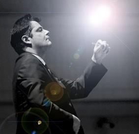 :著名指挥家阿迪安·施耐德-瑞士著名指挥家携手新华保险交响乐团