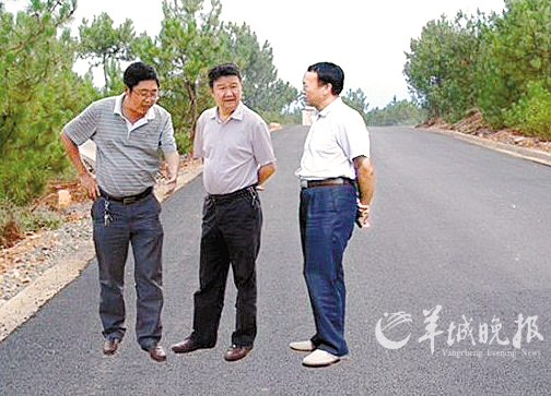 新闻台 新闻中心     网曝四川会理县新闻图片造假,官方承认曾经ps并