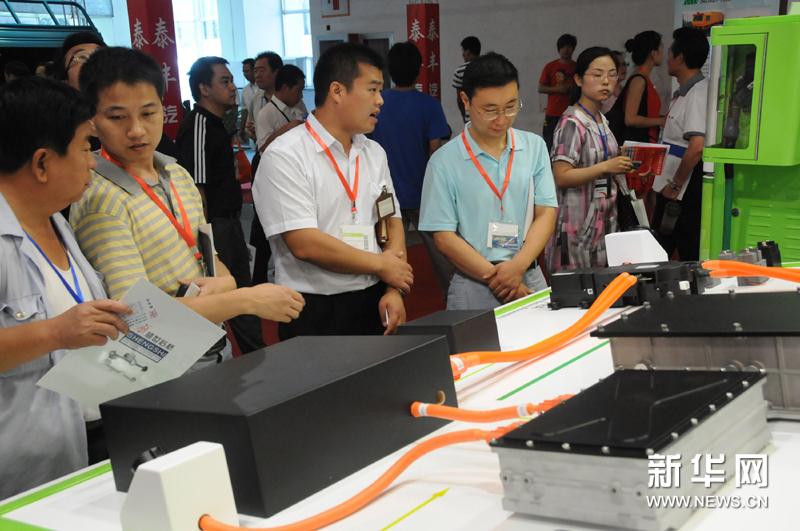 2011北京国际纯电动车混合动力车展览会开幕高清图片