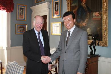 驻英国大使刘晓明会见英国著名金融家罗斯柴尔德勋爵