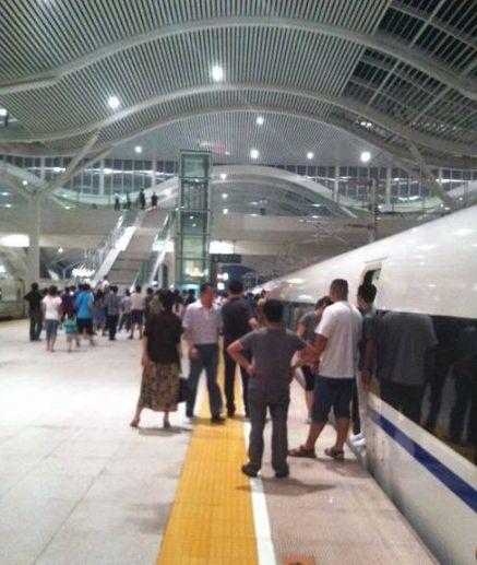 京沪高铁G151次断电停车两小时