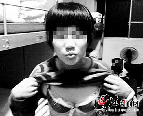 香港警花自拍不雅照曝光 台军女兵掀军服拍照留念