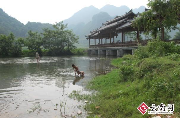 广南坝美风景区具有独特的喀斯特地形地貌,溶洞,河流及村落酷似晋代