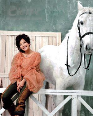 点评:众女星超美骑马照 竖
