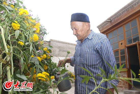 见证乌孜别克族90岁老党员 千元 党费 向党献礼