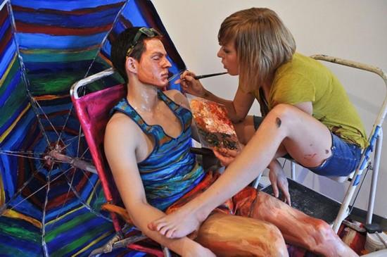 真人裸体下体_利用人体作画并非艺术创新,不过美国艺术家埃里克夏 米迪直接在真人上