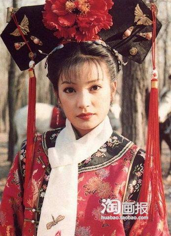 老还珠里的小燕子扮演者 赵薇当年的大眼美女已经是一位超级辣妈了
