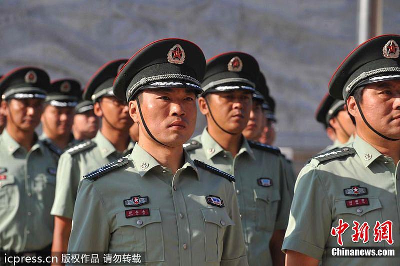首都预备役官兵率先换着新式军服