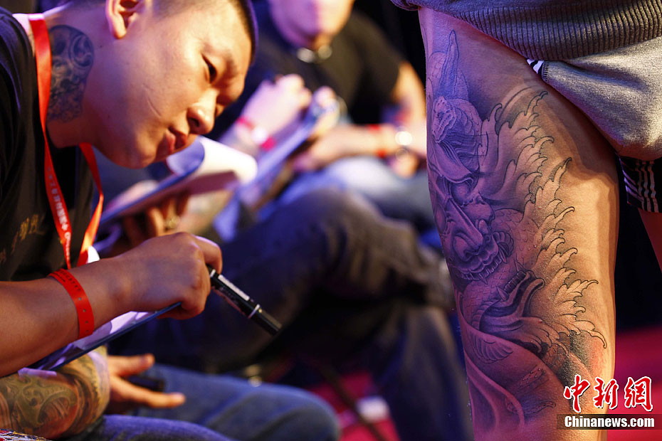 来自美国,印度等国以及中国多个省市的纹身师现场