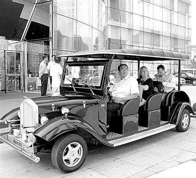 太阳能电动车为论坛提供服务