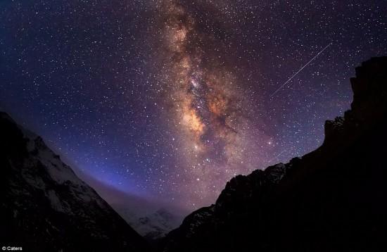赣州银河欢乐影�_摄影师在喜马拉雅山麓拍摄壮美银河照片[高清]