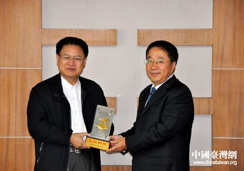 台湾高苑科技大学校长曾灿灯访问青岛理工大学(图)