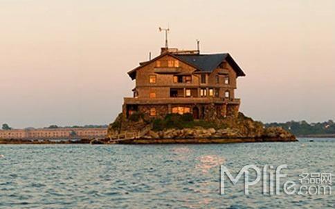 晒一晒海岛上的破旧小木屋 装修相当奢华