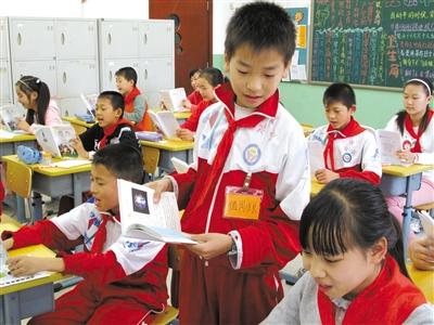 小学生班干部可轮流坐庄汉化版学院缩小图片