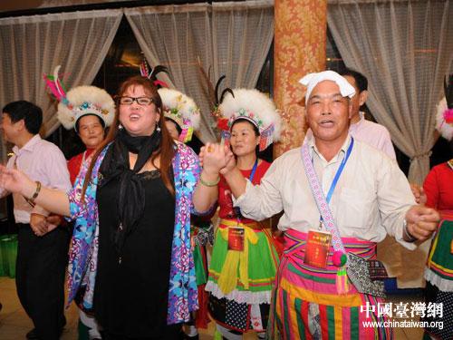 川台两地少数民族举行交流联谊活动