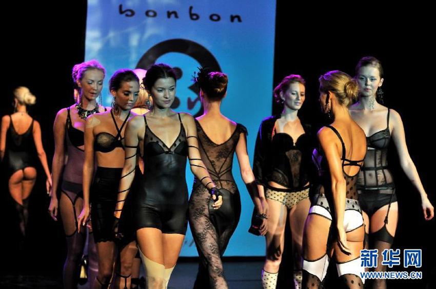 G品牌亮相纽约2012春夏时装周-山口百惠与三浦友和爱子赴华宣传新图片