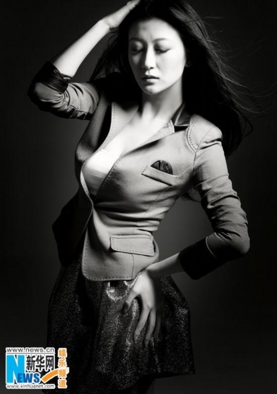高清:方然黑白写真大片曝光 时尚摩登尽显英伦风