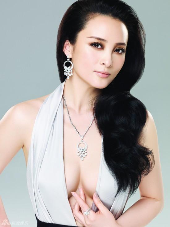 高清:蒋勤勤奢华珠宝大片 优雅从容更显女人味